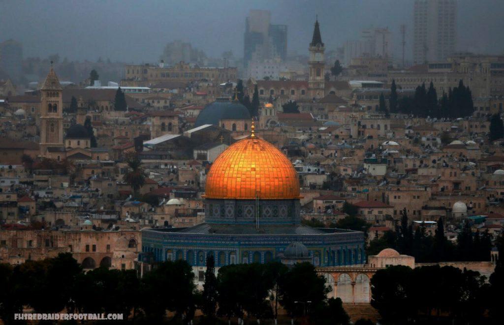 ความรุนแรง ในเยรูซาเล็ม การปะทะกันครั้งใหม่ได้เกิดขึ้นระหว่างตำรวจอิสราเอลและชาวปาเลสไตน์ที่มัสยิดอัลอักซอในกรุงเยรูซาเล็มก่อนการเดินขบวนชาติ